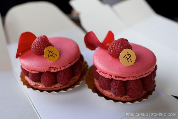 Rose and lichee flavored macarons © Eric Cheng