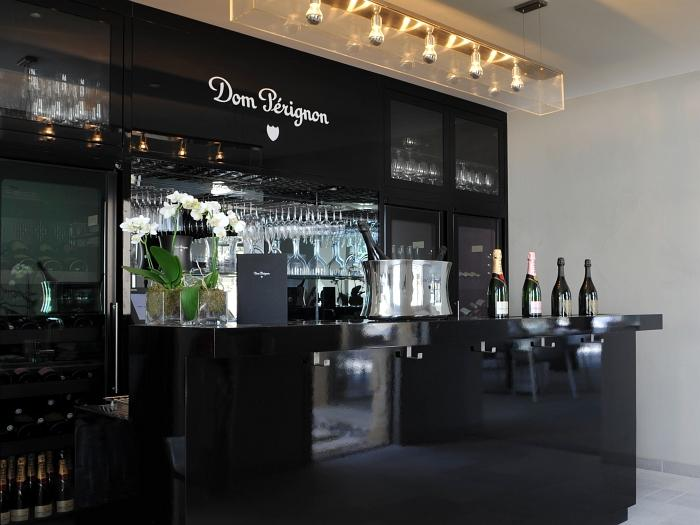 Luxe et farniente à Saint-Tropez - Hotel Sezz - Bar Dom Perignon