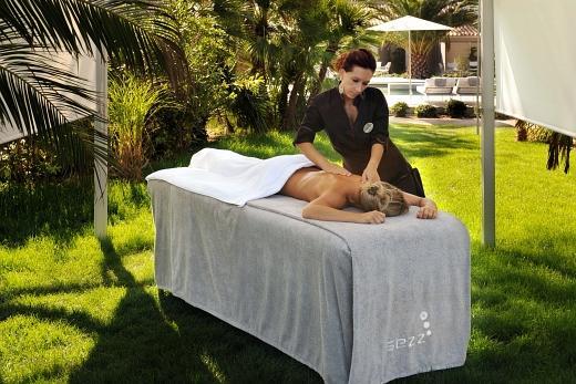 Spa Sezz by Payot - Massage extérieur à l'hôtel Sezz - Photographe Manuel Zublena
