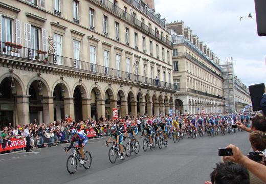 Tour de France arrival in Paris - Tour de France 2007 nearby Tuileries gardens - Photographer Allie Caulfield - flickr_cc_by_20