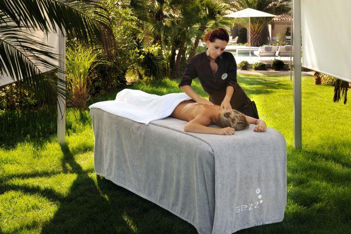 Lieu d'exception evenement St-Tropez - Hotel Sezz - Massage exterieur
