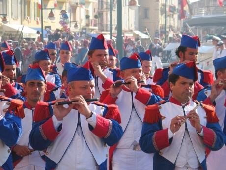 Saint Tropez brass band - Photographer Patrice De Bruyne - Fotolia.com
