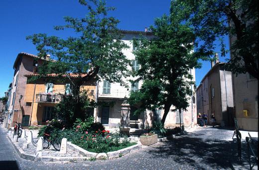 Histoire de Saint-Tropez - Ruelles -  flickr - Saint-Tropez Tourisme - Photographe Jean-Louis Chaix