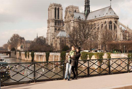 Paris city of love - romantic walk - Tourist office Paris - Photographer Jacques lebar