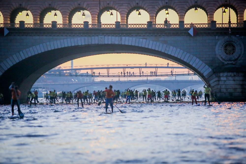 Course de Paddle sur la Seine, Nautic 2014, Paris 7/12/2014 ©Marion Ruszniewski/AFP/Nautic 2014
